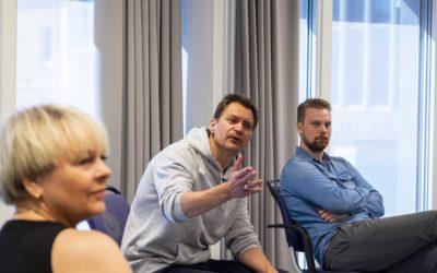 Harstadpropellene instruert av skuespiller Per Kjerstad
